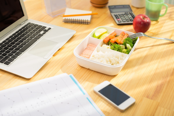 How to Stay Healthy and on Track with Your Weight Loss at Work
